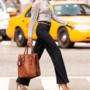 A mesma calça você usa com salto e alto e sapatilha?