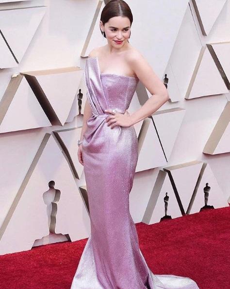 Rosa no Oscar - Emilia Clarke de Balmain