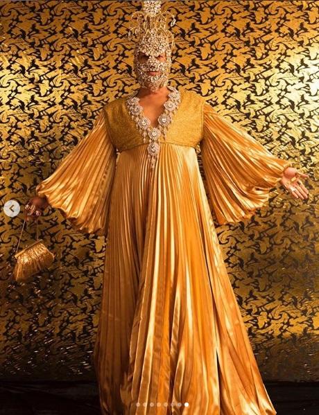 post 38 - dourado no baile da Vogue - Walerio Araujo