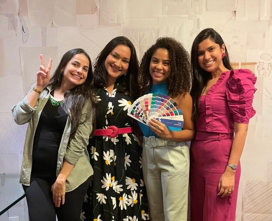 Consultoras e alunas de Recife irmãs de cartela Inverno Frio